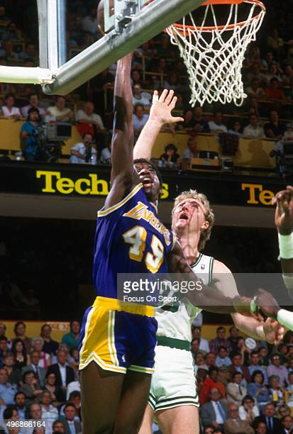 C Green of the Los Angeles Lakers shoots over Larry Bird of the Boston Celtics during an NBA basketball game circa 1986 at The Boston Garden in...