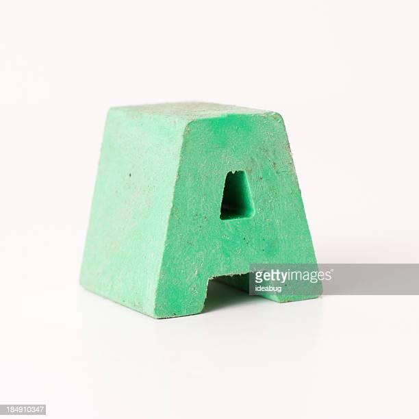 プラスチック大文字緑、白背景
