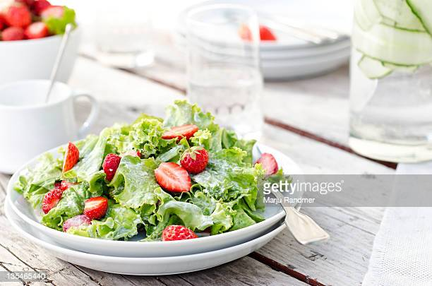 green salad with strawberries - green salad stock pictures, royalty-free photos & images