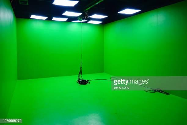 green screen studio, film and television drama shooting technology - chroma key foto e immagini stock
