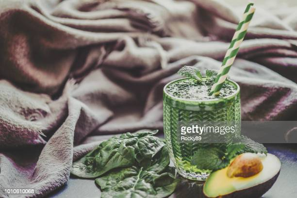 green smoothie and with vegetables, fruits, and chlorella - raw food diet stock pictures, royalty-free photos & images