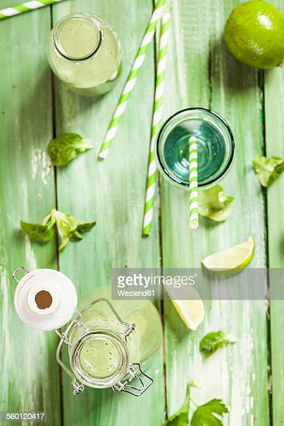 green smoothie with lamb's lettuce, parsley, limes and banana - flat leaf parsley stock pictures, royalty-free photos & images