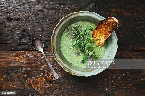 Green soup with chia and almonds