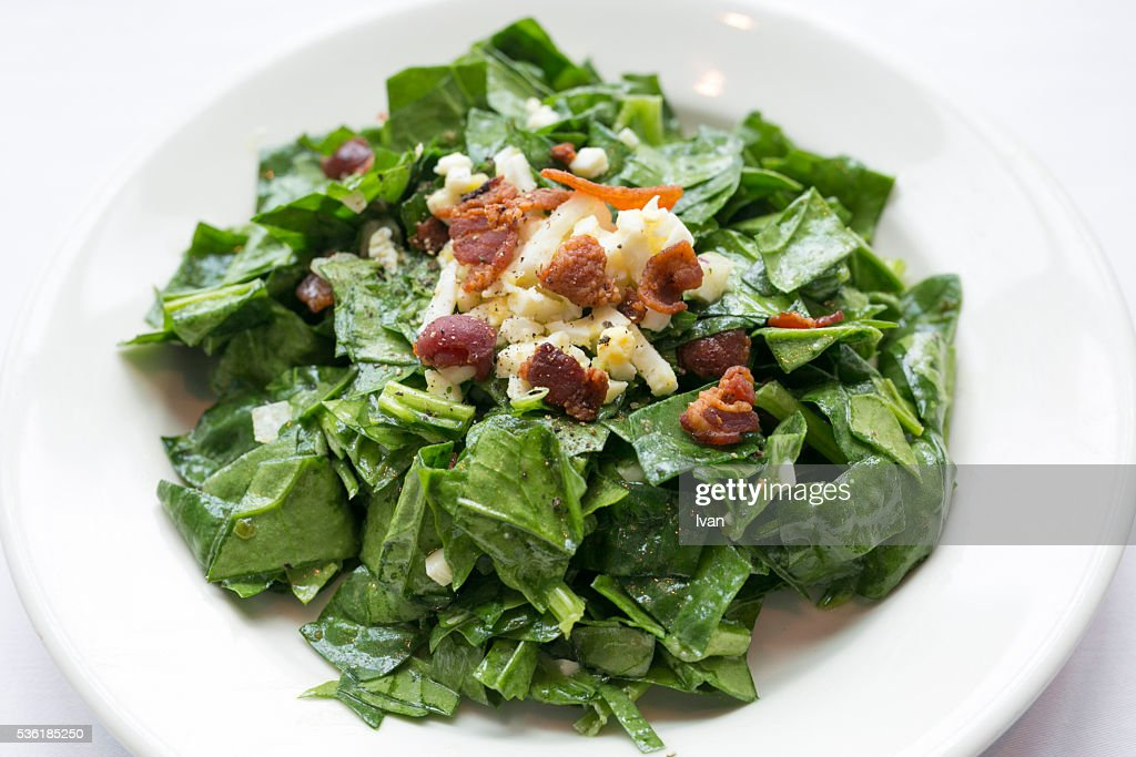 Green Spinach Salad with Cheddar Cheese and Crispy Bacon : Stock Photo