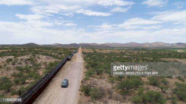 A Green ValleySahuarita Samaritans vehicle patrols the border fence in Sasabe Arizona on July 14 2019 Volunteers of the Green ValleySahuarita...