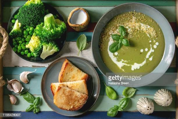 green vegetable soup - horizontal photos et images de collection
