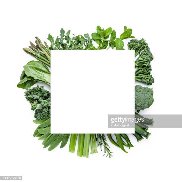 上から撮った緑の野菜をコピースペースで撮影。デトックス料理 - 白梗菜 ストックフォトと画像