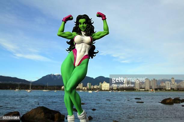 verde mujer en la costa - hunter green fotografías e imágenes de stock