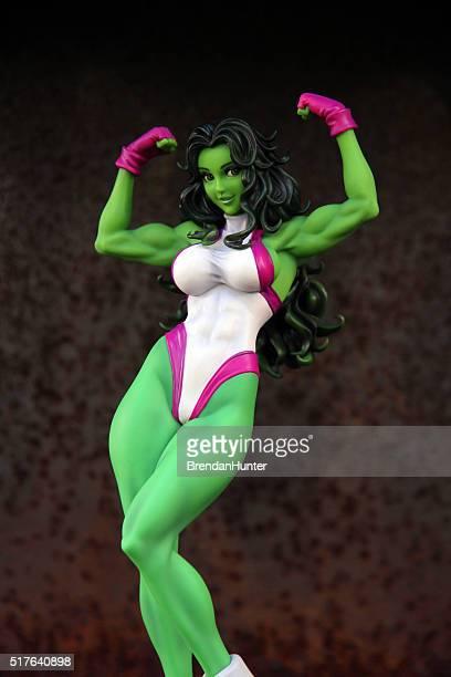 mujer verde - hunter green fotografías e imágenes de stock