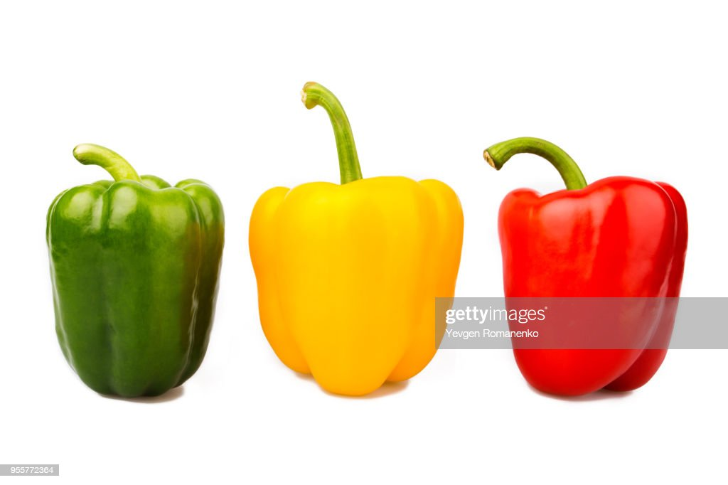 Green, yellow and red bell peppers isolated on white background : ストックフォト