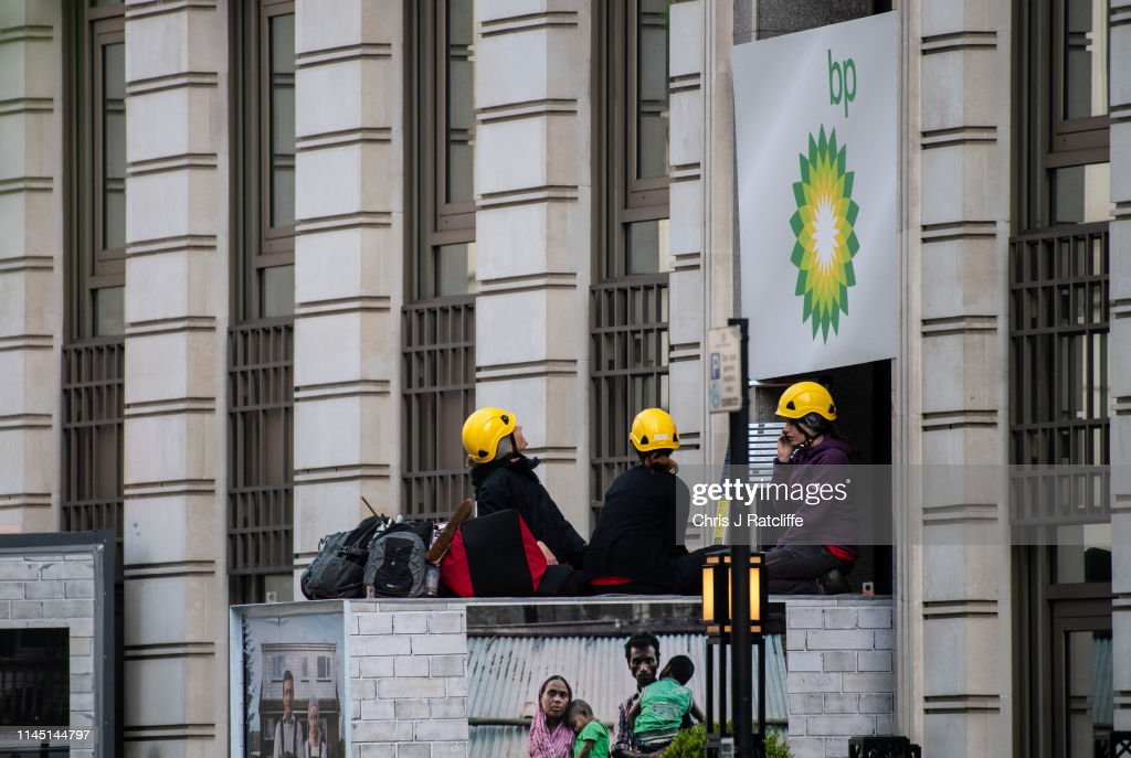 GBR: Greenpeace Shut Down BP HQ Ahead Of AGM
