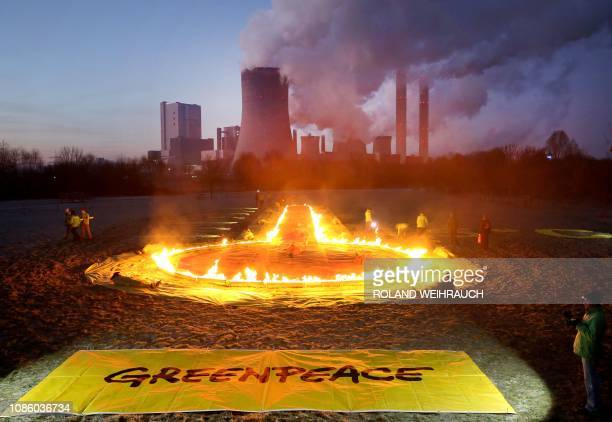 Greenpeace activists have set up an installation depicting a thermometer in front of the Niederaussem lignite-fired power station in Rommerskirchen,...