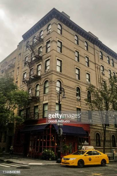 greenwich village building in manhattan - friends television show stock pictures, royalty-free photos & images