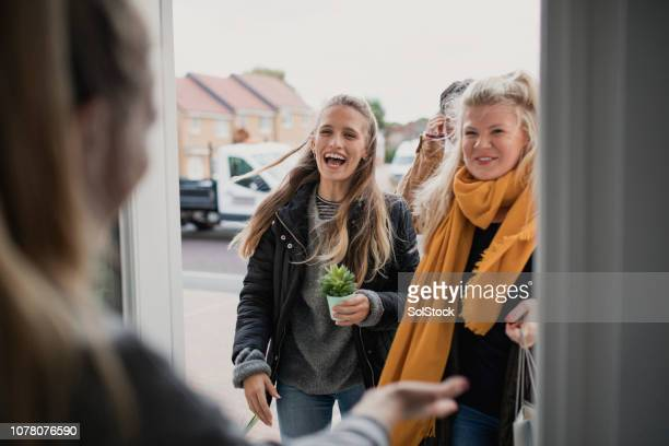 greeting guests at housewarming party - visita imagens e fotografias de stock