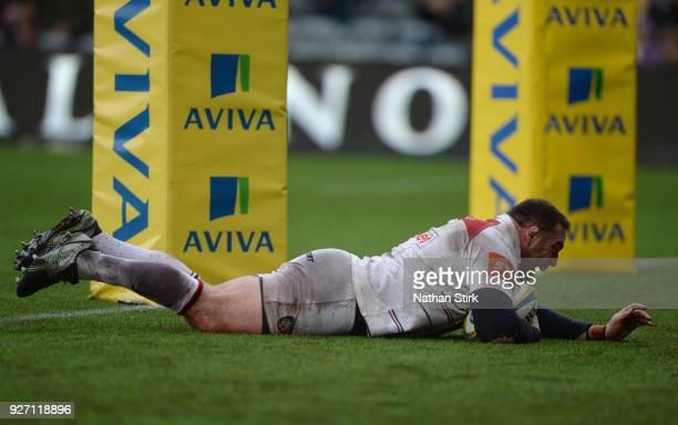 Greg Bateman of Leicester scores their second try of the game during the Aviva Premiership match between Worcester Warriors and Leicester Tigers at...