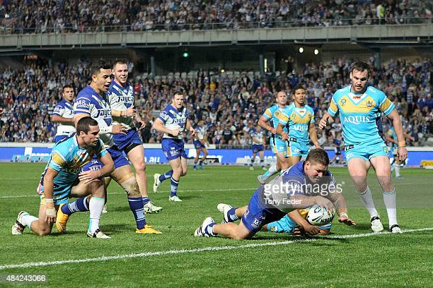 Greg Eastwood of the Bulldogs scores a try during the round 23 NRL match between the Canterbury Bulldogs and the Gold Coast Titans at Central Coast...