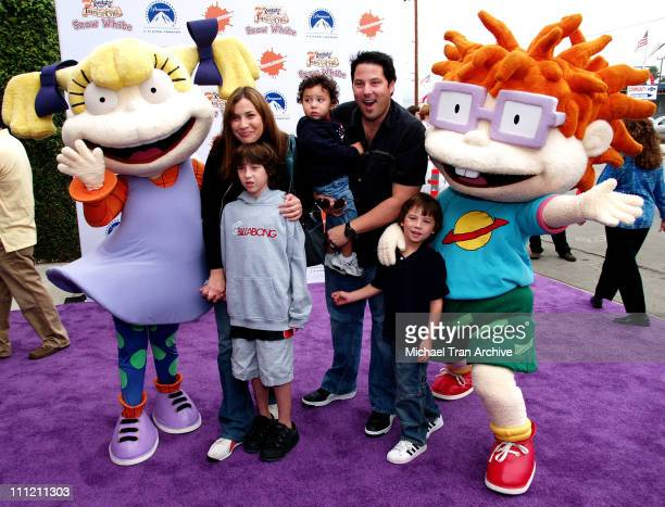 Greg Grunberg with his wife Elizabeth and sons Jake Ben and Sam