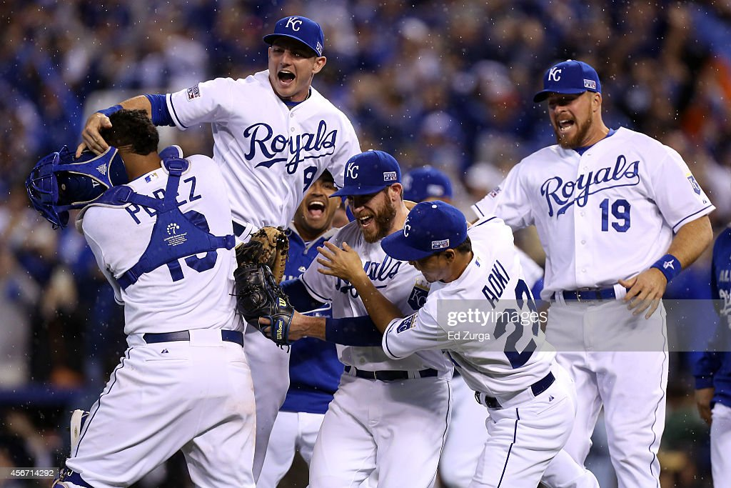 Division Series - Los Angeles Angels of Anaheim v Kansas City Royals - Game Three : News Photo