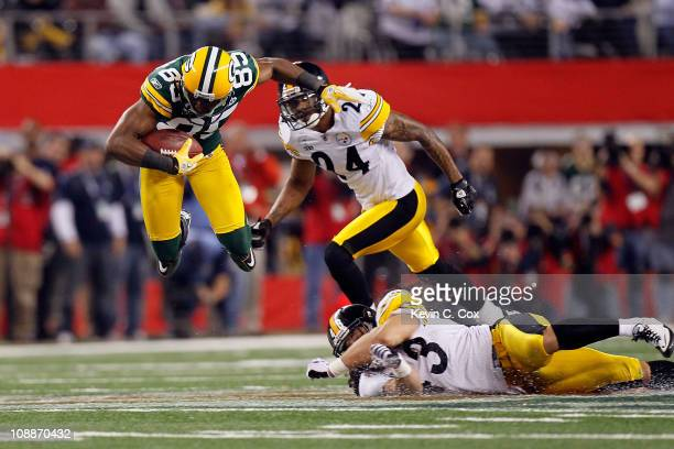 Greg Jennings of the Green Bay Packers catches a 31 yard pass in the fourth quarter against the Pittsburgh Steelers during Super Bowl XLV at Cowboys...