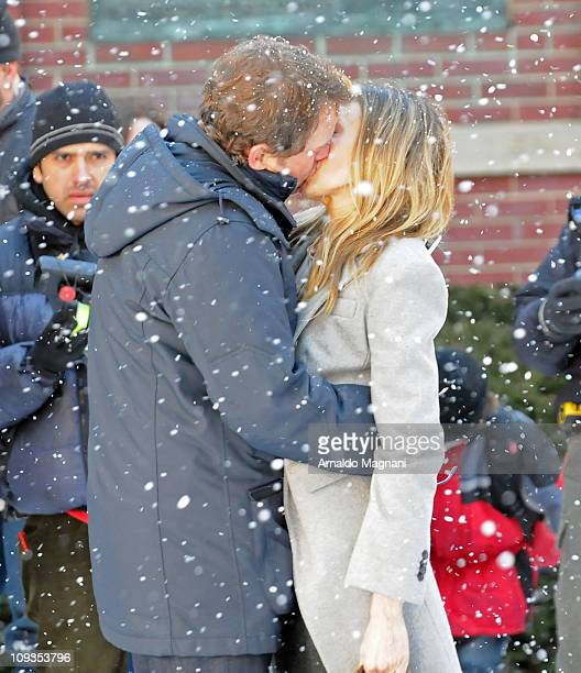 """Greg Kinnear and Sarah Jessica Parker on the set of """"I Don't Know How She Does It"""" on February 22, 2011 in the Brooklyn borough of New York City."""