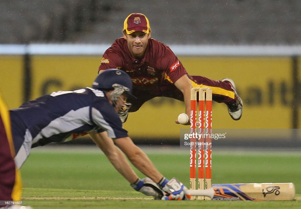 Greg Moller of the Bulls attempts to run out Peter Handscomb of the Bushrangers during the Ryobi One Day Cup final match between the Victorian Bushrangers and the Queensland Bulls at Melbourne Cricket Ground on February 27, 2013 in Melbourne, Australia.