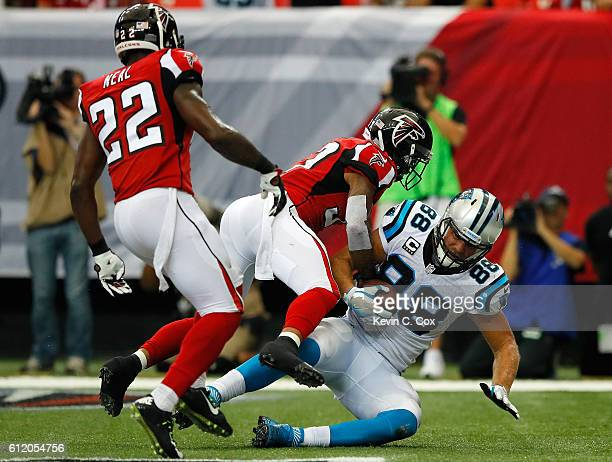 Greg Olsen of the Carolina Panthers pulls in this touchdown against Ricardo Allen of the Atlanta Falcons at Georgia Dome on October 2 2016 in Atlanta...