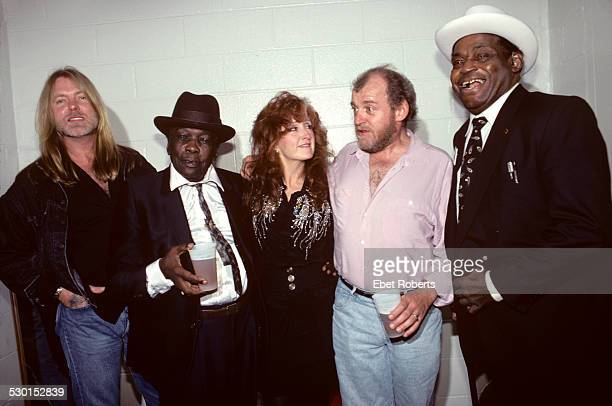 Gregg Allman John Lee Hooker Bonnie Raitt Joe Cocker and Willie Dixon photographed at the John Lee Hooker Tribute held at Madison Square Garden in...