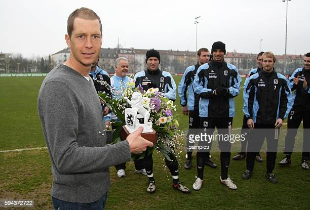 Gregg Berhalter of TSV 1860 Munich with the team during his farewell from the club.