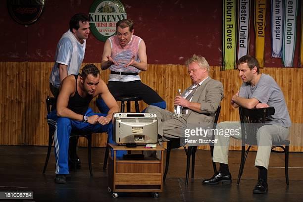 """Gregor Eckert, Kai Bronisch, Sascha Korf, Michael Derda, Stefan Schneider, , Theater-Premiere: """"Ganz oder gar nicht"""", Köln, , """"Gloria""""-Theater,..."""