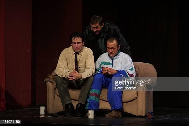 """Gregor Eckert, Stefan Schneider, Willi Herren, , Theater-Premiere: """"Ganz oder gar nicht"""", Köln, , """"Gloria""""-Theater, Schauspieler, Kostüm, Bühne,..."""