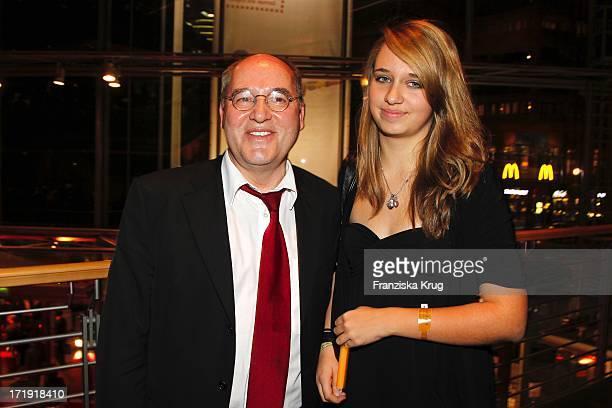 Gregor Gysi Mit Tochter Anna Bei Der Aftershowparty Im Adagio Nach Der Premiere Des Musicals Hinterm Horizont Im Theater Am Potsdamer Platz In Berlin