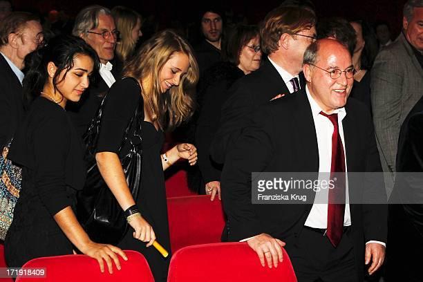 Gregor Gysi Mit Tochter Anna Bei Der Premiere Des Musicals Hinterm Horizont Im Theater Am Potsdamer Platz In Berlin