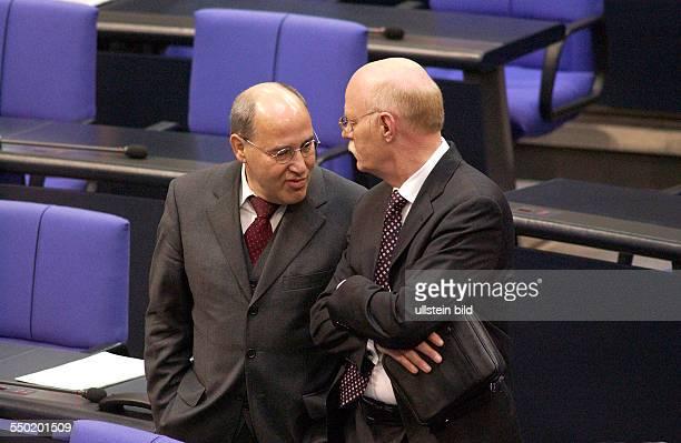 Gregor Gysi und Peter Struck während der konstituierenden Sitzung des 16 Deutschen Bundestages in Berlin