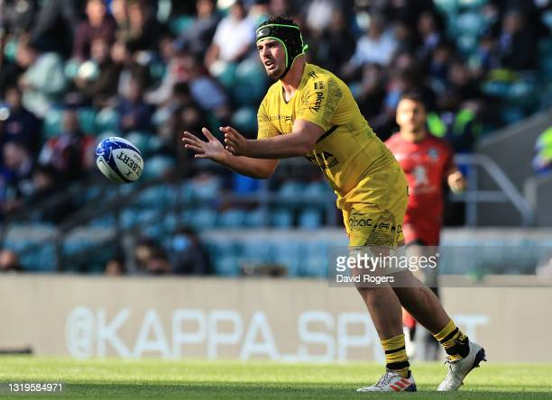 Gregory Aldritt of La Rochelle passes the ball during the Heineken Champions Cup Final match between La Rochelle and Toulouse at Twickenham Stadium...