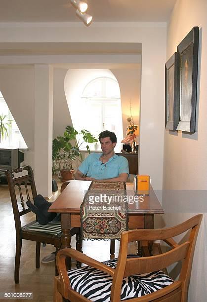 Gregory B.Waldis, Homestory, München, Bayern, Deutschland, Wohnzimmer, am Ess-Tisch, Soap-Darsteller, Schauspieler Promi, NB; , P.-Nr. 157/2007;...