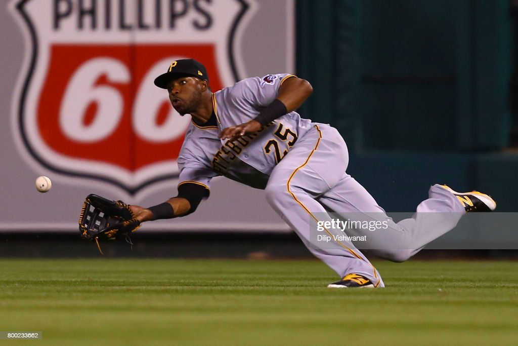 Gregory Polanco #25 of the Pittsburgh Pirates catches a line drive against the Pittsburgh Pirates in the sixth inning at Busch Stadium on June 23, 2017 in St. Louis, Missouri.