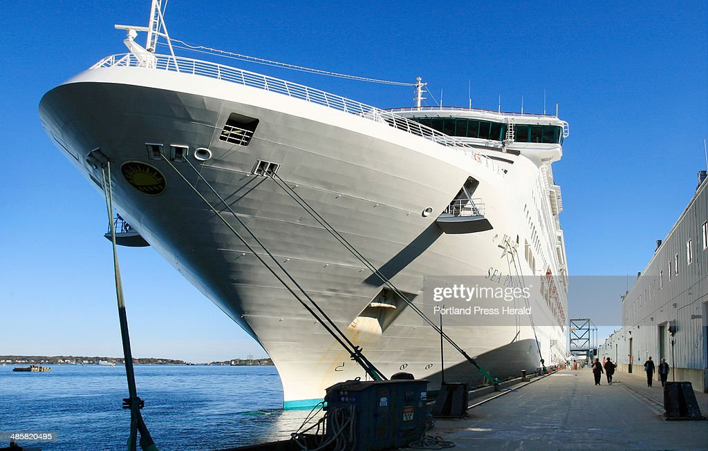 gregory recstaff photographer passengers return to the cruise ship sea princess tied - Cruise Ship Photographer