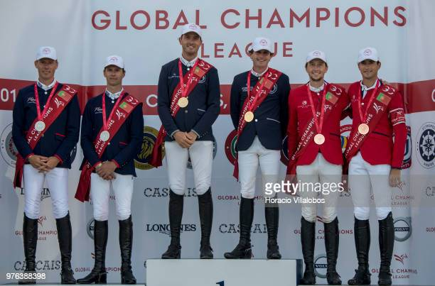 Gregory Wathelet and Darragh Kenny of winning team Paris Panthers pose for pictures flanked by 3rd place team London Knights Nicola Philippaerts and...