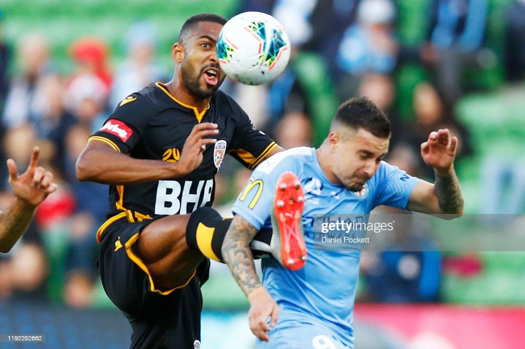 A-League Rd 9 - Melbourne v Perth : News Photo
