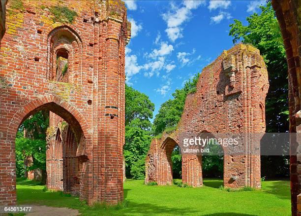 Greifswald, das ehemalige Zisterzienserkloster Hilda wurde 1199 gegruendet und im Dreissigjaehrigen Krieg zerstoert. Caspar David Friedrich erwaehlte...