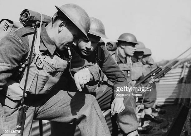 Grenadier Guards Man The Line In United Kingdom
