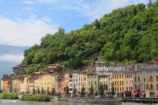grenoble, quai de france, isre river, - grenoble stockfoto's en -beelden
