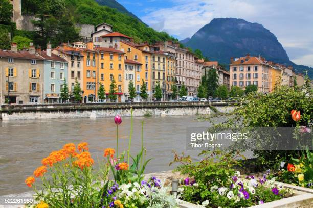 grenoble, quai perrire, isre river, - grenoble stockfoto's en -beelden