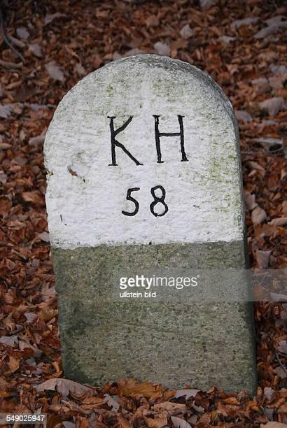 Grenzmarkierung die etwa 200 Jahre alt ist KH steht für Königreich Hannover Die Rückseite lautet KFH also Kurfürstentum Hessen Diese Grenze befindet...
