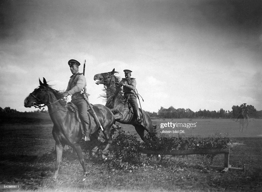 Provinz Posen, dt.-russ. Grenze - Reitende Grenzkosaken, um 1910 : News Photo
