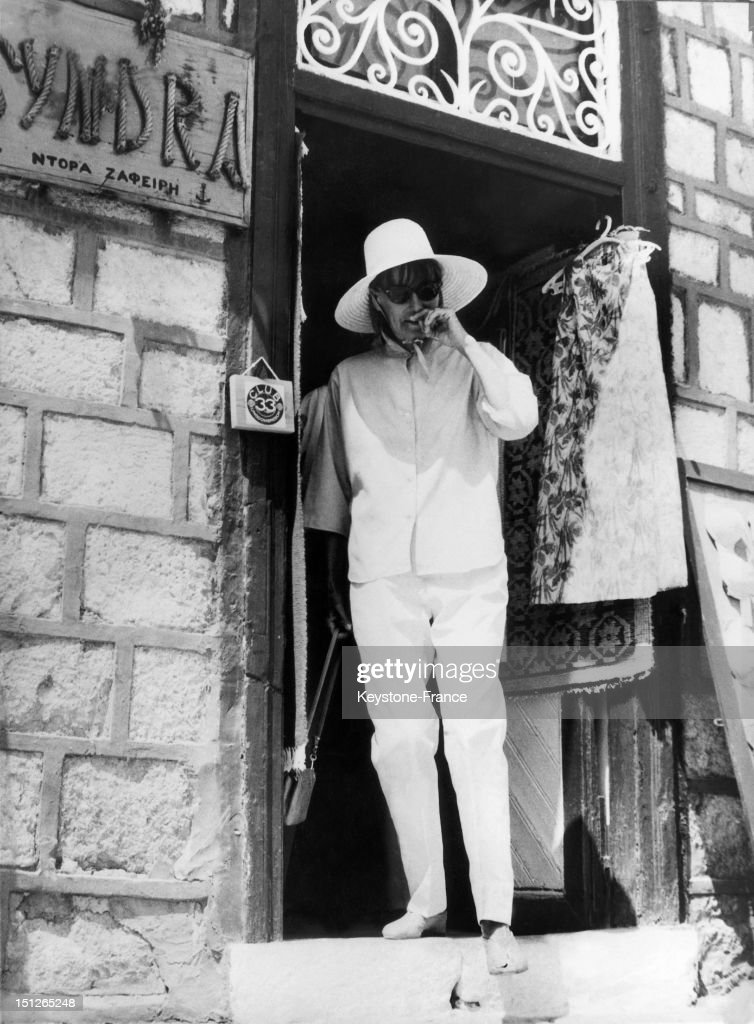 Greta Garbo on Hydra Island in Greece while on vacation, with her usual black sunglasses, on August 28, 1966. Then aged 61, the actress no longer acted in movies.