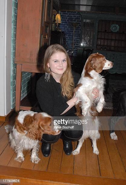 M I K E O L D F I E L D mit den Hunden der Familie die WelshSpringerSpanielHündinnen Mimie und Bianca Homestory Insel Nesoya Norwegen Europa Hund Tier