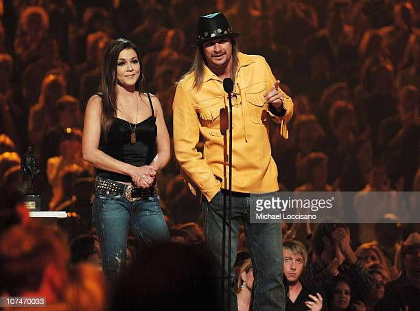 Gretchen Wilson and Kid Rock present the Johnny Cash Visionary Award to Hank Williams, Jr.