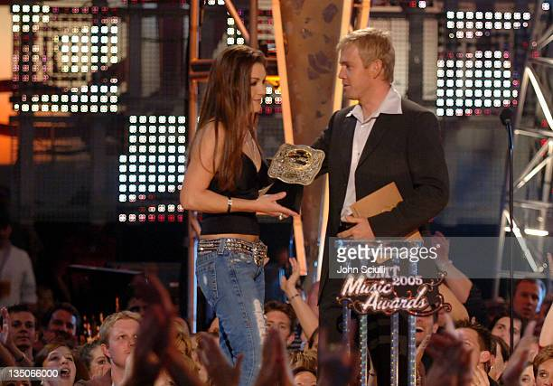Gretchen Wilson winner Female Video of The Year for 'When I Think About Cheatin'' and Rick Schroder