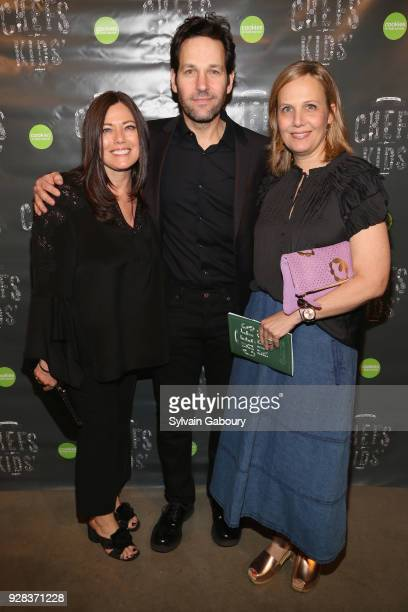 Gretchen Witt Paul Rudd and Julie Yaeger attend Cookies for Kids' Cancer Fifth Annual Chefs Benefit at Metropolitan West on March 6 2018 in New York...